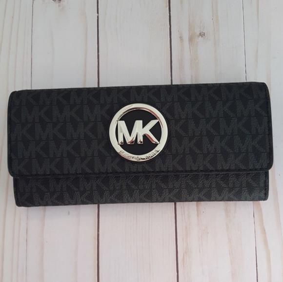 c50d79a6be443 Michael Kors Fulton Large Gusset Carryall Wallet